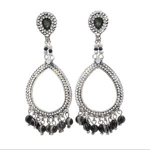 White classic pendant beads earrings